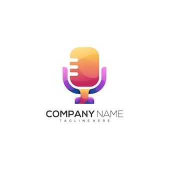 Gradiente colorido incrível do logotipo do microfone