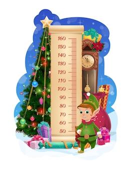 Gráfico de altura de crianças com árvore de natal e duende engraçado. medidor de medida de crescimento infantil com personagem de elfo fofo de vetor de desenho animado, presentes embrulhados de férias de inverno e guirlanda brilhante na árvore de natal, relógio retrô