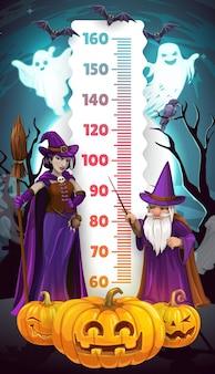 Gráfico de altura de crianças de halloween, bruxa dos desenhos animados e medidor de medida de crescimento de assistente. modelo de adesivo de parede de medidor de régua e estadiômetro de vetor infantil com mágicos do terror, abóboras assustadoras, fantasmas e morcegos
