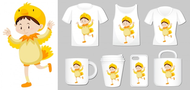 Gráfico de criança em traje de galinha em diferentes tipos de modelo de produto