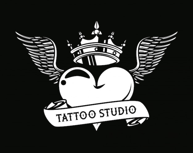 Gráfico de tatuagem de amor de coração com coroa e asas
