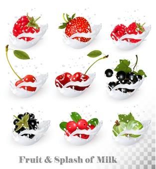 Grande coleção de frutas e bagas em um respingo de leite. framboesa, amora, morango, cereja, groselha preta, mirtilo.