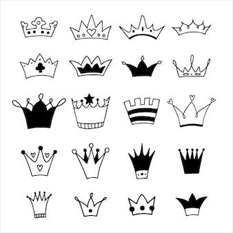 Grande conjunto de coroas de mão desenhada.