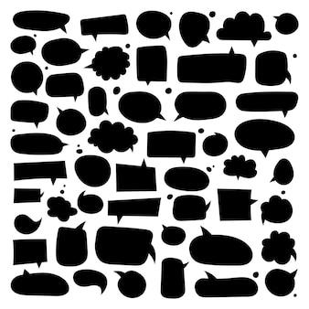 Grande conjunto de diferentes variantes de caixas de diálogo desenhadas à mão. ilustrações planas do vetor. coleção preto doodle para conversa, diálogo, decoração em fundo branco.