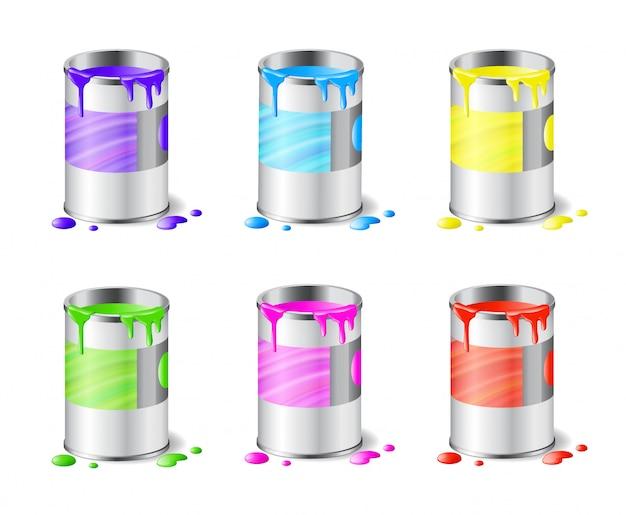 Grande conjunto de latas de tinta metal aberta com tinta de cor e gotas isoladas em branco