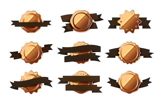 Grande conjunto de rótulos retrô bege brilhantes brilhantes, emblemas com fitas marrons em branco