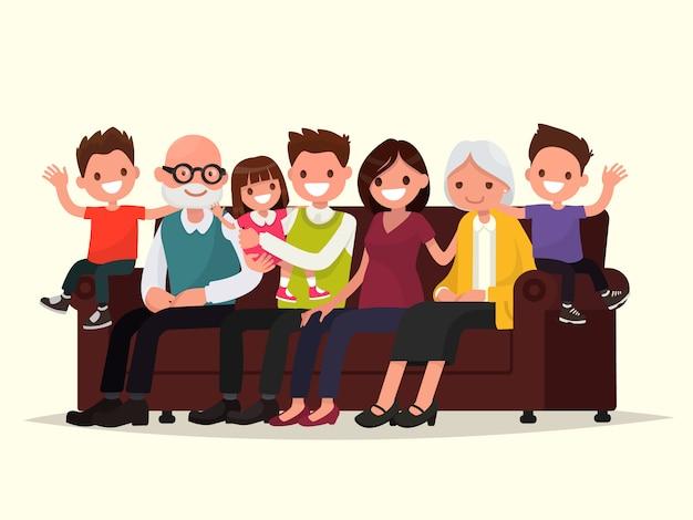 Grande família sentada no sofá. avô, avó, pai, mãe e filhos.