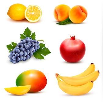 Grande grupo de frutas diferentes.