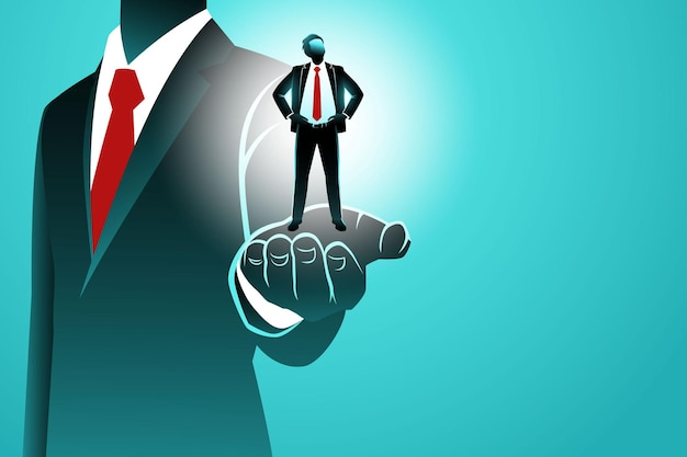 Grande palma masculina segurando um pequeno empresário confiante