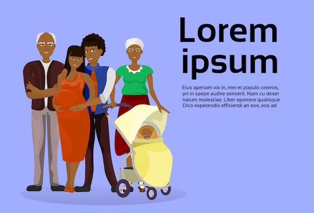 Grandes avós da família do americano africano, mãe grávida, pai e carrinho de criança de bebê. modelo de texto