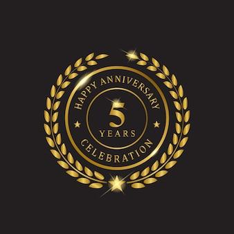 Grinalda de ouro feliz aniversario celebração de cinco anos.