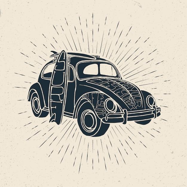 Grunge temático da viagem surf do verão denominado do carro do vintage com pranchas de surf.
