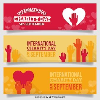 Grupo agradável dia banners caridade de mãos e corações