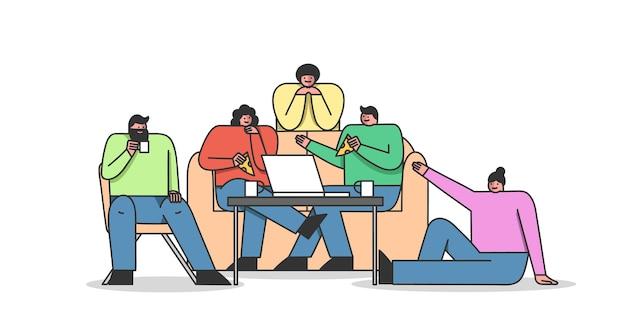 Grupo de amigos se reúnem em casa e pedem comidas e bebidas