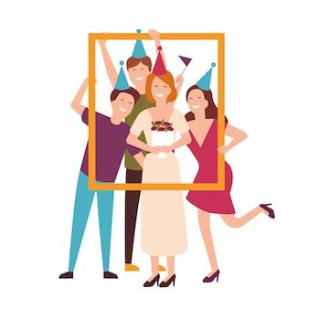 Grupo de amigos usando chapéus de cone, comemorando o aniversário e segurando o porta-retrato. pessoas na festa festiva. personagens de desenhos animados planos isolados no fundo branco. ilustração colorida do vetor.