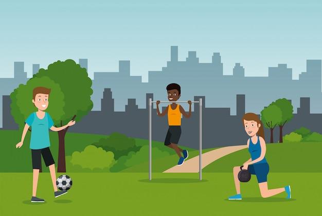 Grupo de atletas praticando esportes no parque