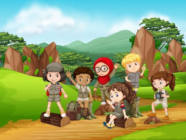 Grupo de cena de crianças de escoteiro