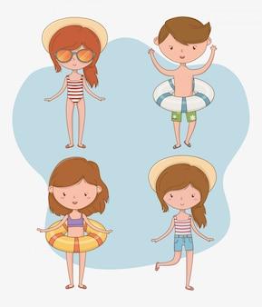 Grupo de crianças com roupas de praia