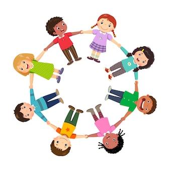 Grupo de crianças em círculo de mãos dadas