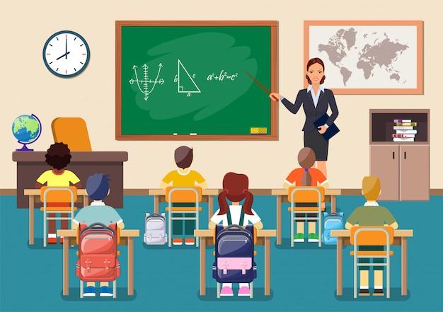 Grupo de crianças em idade escolar e jovem professora