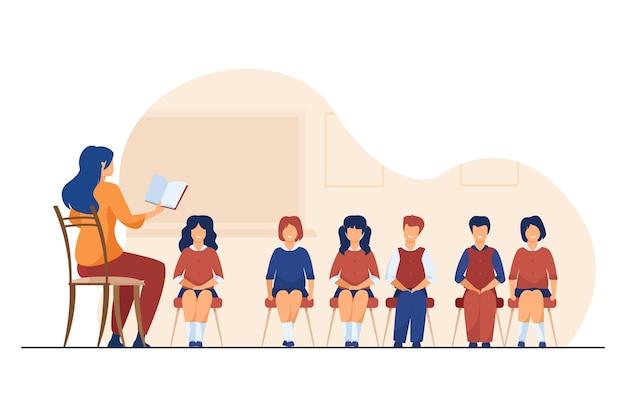 Grupo de crianças ensinando treinador de canto. professor de música, coro de crianças em ilustração vetorial plana de sala de aula. aula de música, educação, hobby