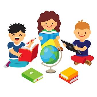 Grupo de crianças estudando e aprendendo juntos