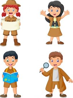 Grupo de crianças felizes dos desenhos animados, vestindo trajes de explorador