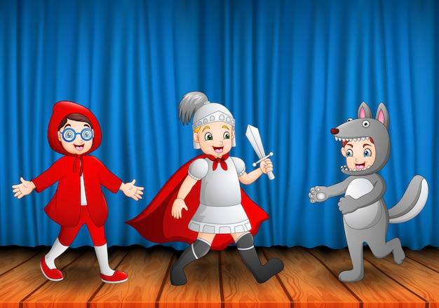 Grupo de crianças tocando no palco