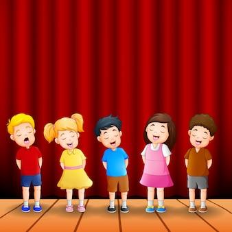 Grupo de desenhos animados de crianças cantando juntos