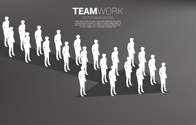 Grupo de empresário em pé juntos forma seta. conceito de negócio para a missão da empresa e trabalho em equipe.
