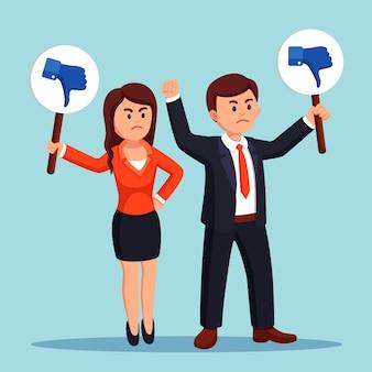 Grupo de empresários com o cartaz de polegares para baixo. mídia social. opinião ruim, antipatia, desaprovação. testemunhos, feedback, conceito de avaliação do cliente. design plano