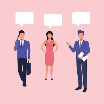 Grupo de empresários, trabalho em equipe com personagens de balões de fala