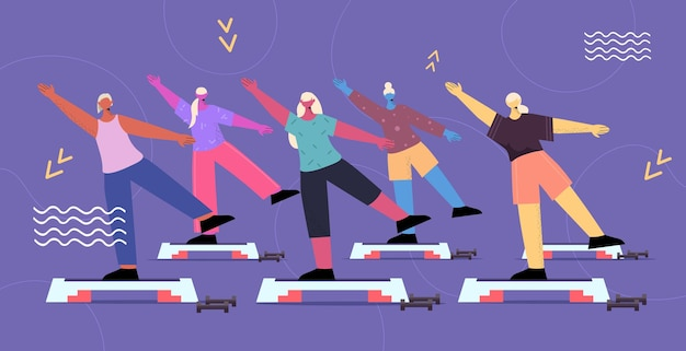 Grupo de idosos fazendo agachamento em plataforma de degrau, homens, mulheres, treinando em ginástica aeróbica, estilo de vida saudável