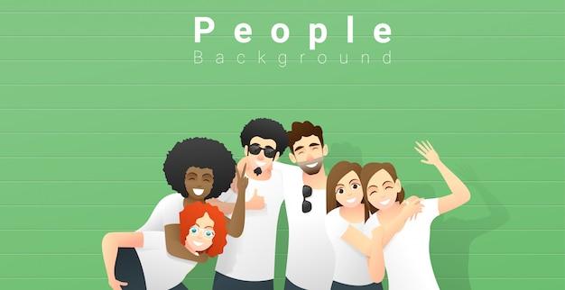 Grupo de jovens amigos se divertindo e juntos em pé no fundo da parede verde