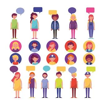 Grupo de jovens com caracteres de bolhas do discurso