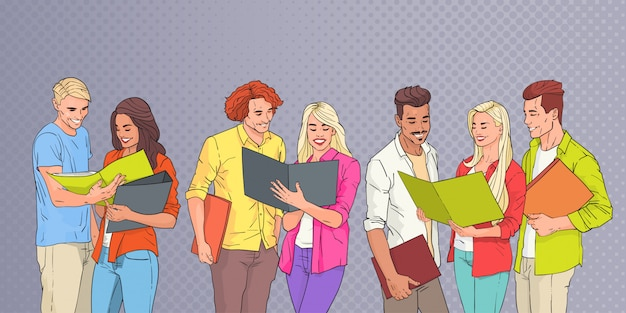 Grupo de jovens estudantes lendo sobre pop art colorido retro