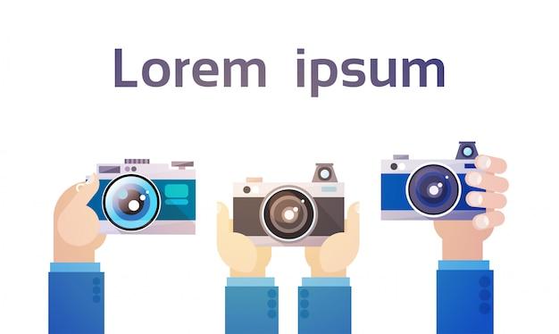 Grupo de mãos segurando foto câmera fotografia