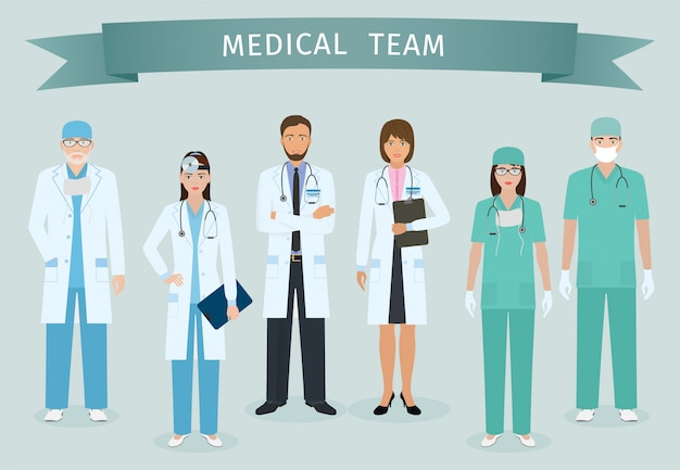 Grupo de médicos e enfermeiros em pé junto com a fita do prêmio. pessoas médicas. pessoal do hospital.