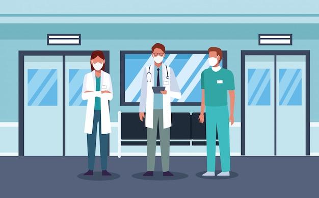 Grupo de médicos usando máscaras médicas no corredor do hospital