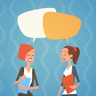 Grupo de mulher de negócios chat bolha equipe recursos humanos colegas