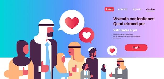 Grupo de pessoas árabes bate-papo bolha ícones de mídia social internet