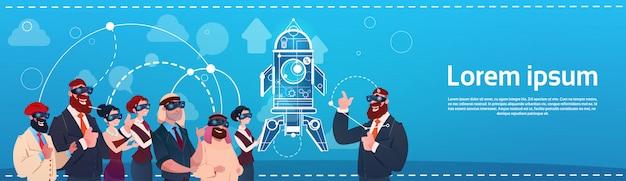 Grupo de pessoas de negócios usam óculos de realidade digital espaço desenvolvimento de inicialização de sucesso de foguete