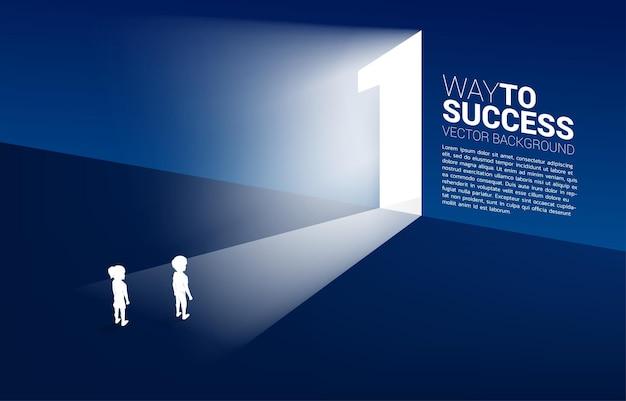 Grupo de silhueta de menino e menina em frente à porta de saída número um. conceito de solução de educação e futuro das crianças.