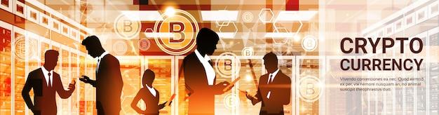 Grupo de silhuetas de empresários bitcoin crypto moeda conceito digital web dinheiro tecnologia hor