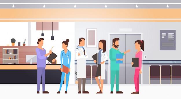 Grupo medial médicos equipe clinics hospital interior