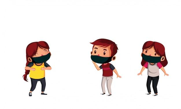 Grupos de estudantes usam máscara para fazer distanciamento físico