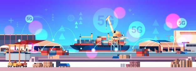 Guindastes carregando contêineres no navio 5g conexão de sistema sem fio on-line porto de carga conceito de transporte marítimo zona industrial estaleiro fundo horizontal