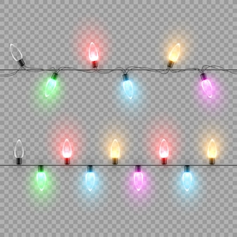 Guirlanda de lâmpada de natal com luzes de cores diferentes isoladas em fundo transparente.