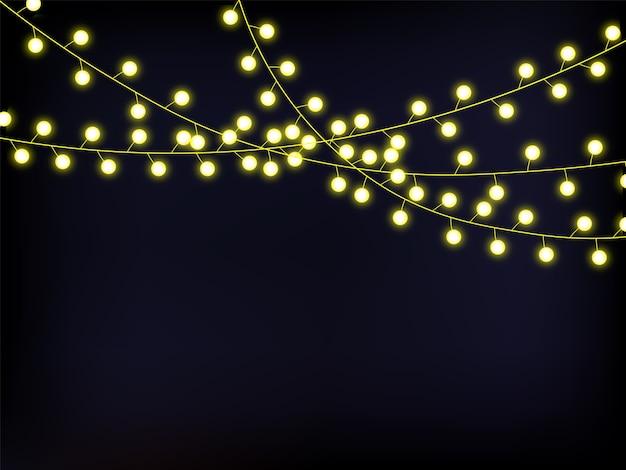 Guirlanda de luzes douradas.