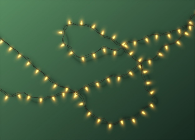 Guirlanda de natal elétrica de lâmpadas sobre um fundo verde. ilustração